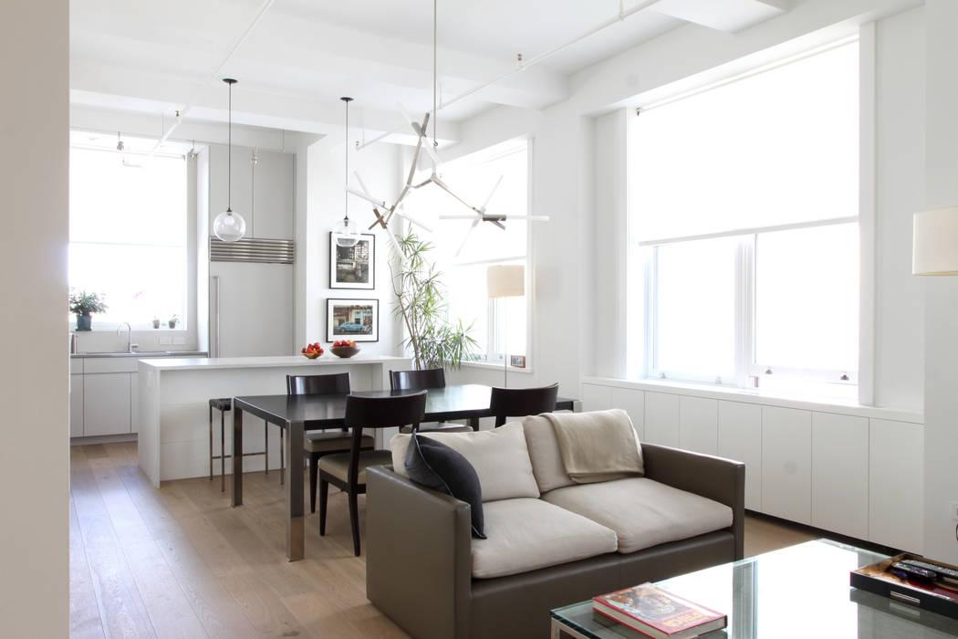 Moderne woonkamers van Maletz Design Modern