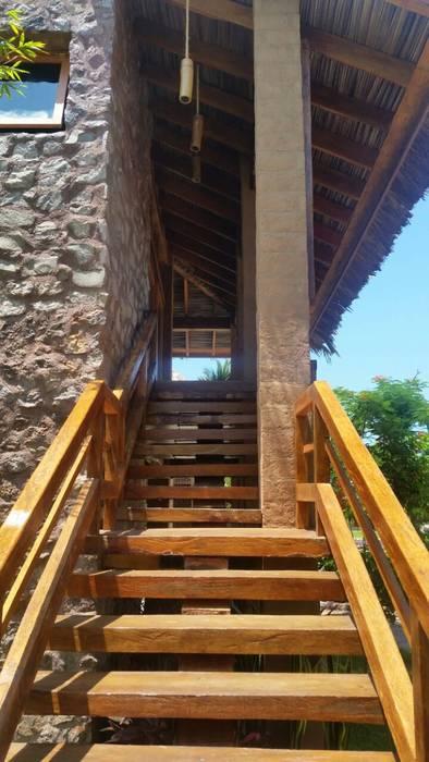 ระเบียงและโถงทางเดิน โดย Cervantesbueno arquitectos, ชนบทฝรั่ง หิน