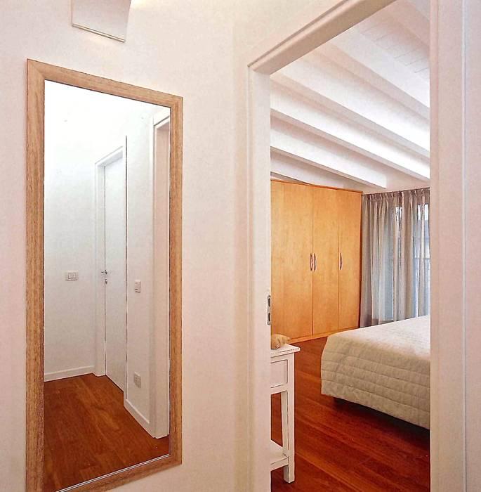 Vista della camera da letto: Camera da letto in stile in stile Minimalista di Fabio Carria