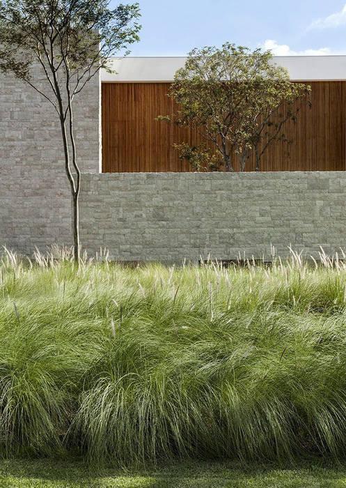 Jardin réalisé autour de l´harmonie, nature et habitat ...
