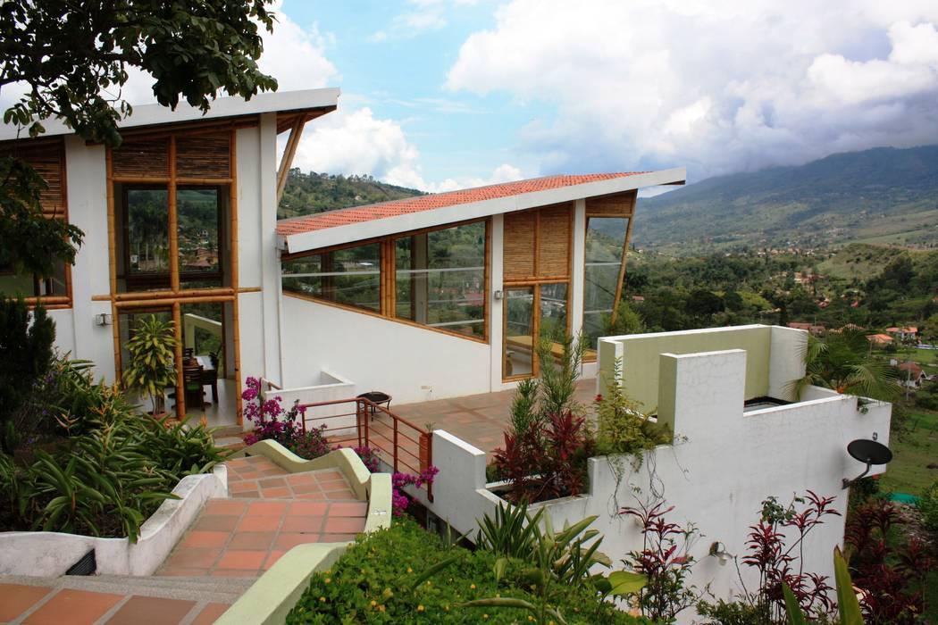 Acceso peatonal Zuarq. Arquitectos SAS Puertas y ventanas de estilo moderno Bambú Amarillo
