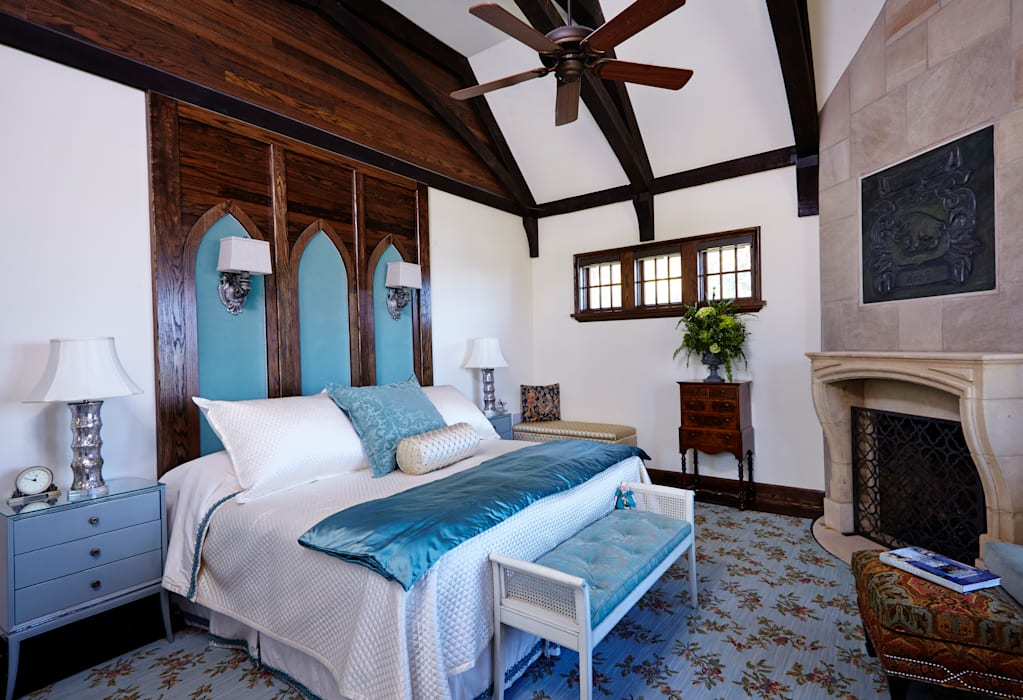 English Abbey Jeffrey Dungan Architects Country style bedroom Turquoise