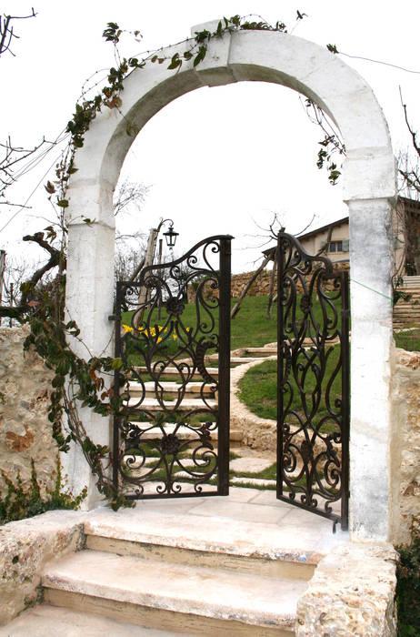 VILLI ZANINI - Restauro Abitazione - Asolo (TV) - 04: Giardino in stile in stile Classico di Villi Zanini - Wrought Iron Art