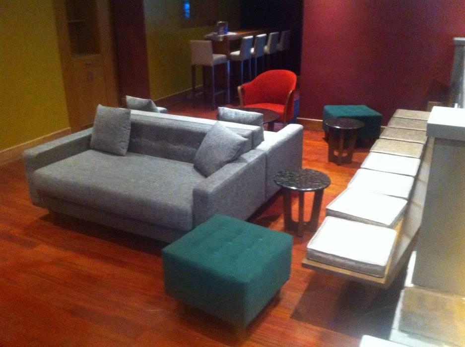 Restaurant Eurobuilding Salas de estilo moderno de THE muebles Moderno