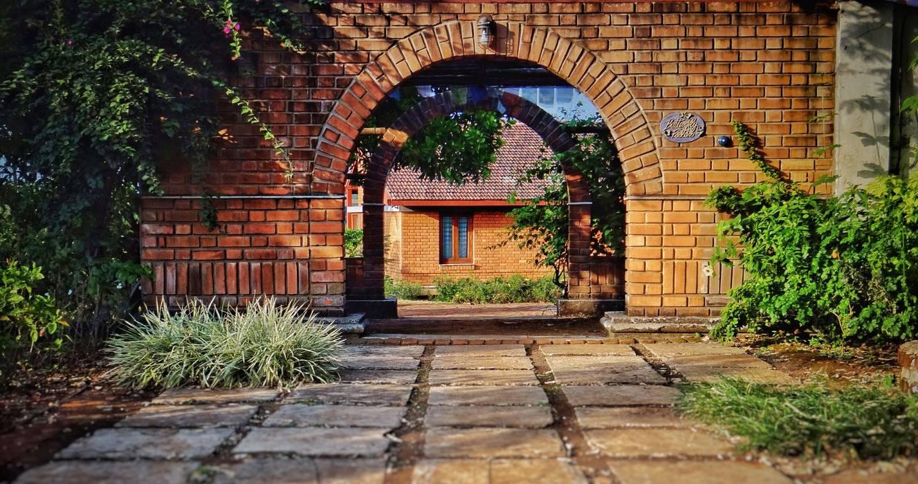 Rustykalne domy od Nuvo Designs Rustykalny Cegły