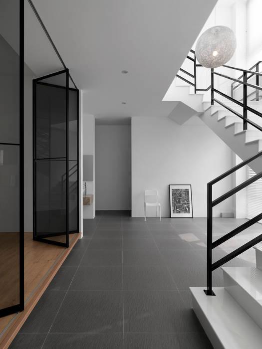Koridor dan lorong oleh 夏沐森山設計整合
