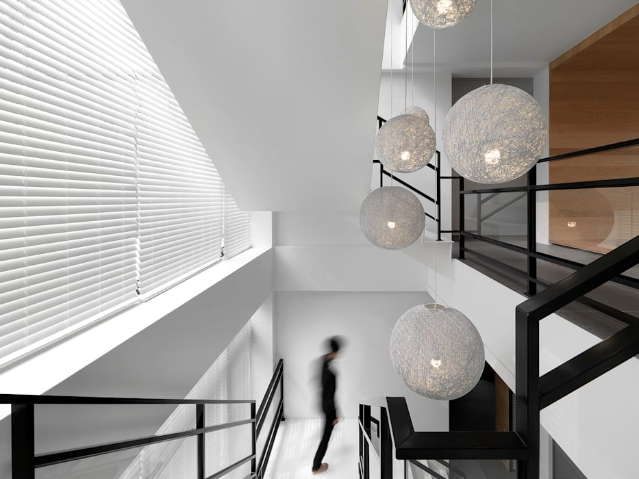 Koridor & Tangga Modern Oleh 夏沐森山設計整合 Modern