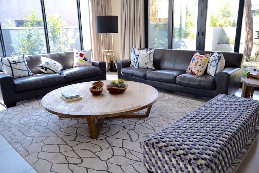 Living room - Steyn City by Nowadays Interiors Modern Solid Wood Multicolored