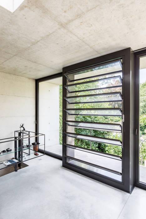 Moderner Balkon, Veranda & Terrasse von ZOOM.INDUSTRIES Modern Beton