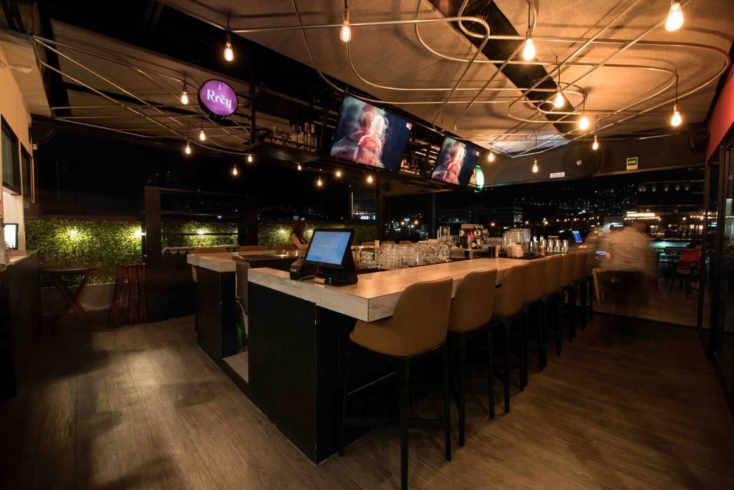 Bar: Restaurantes de estilo  por Segovia ARQ