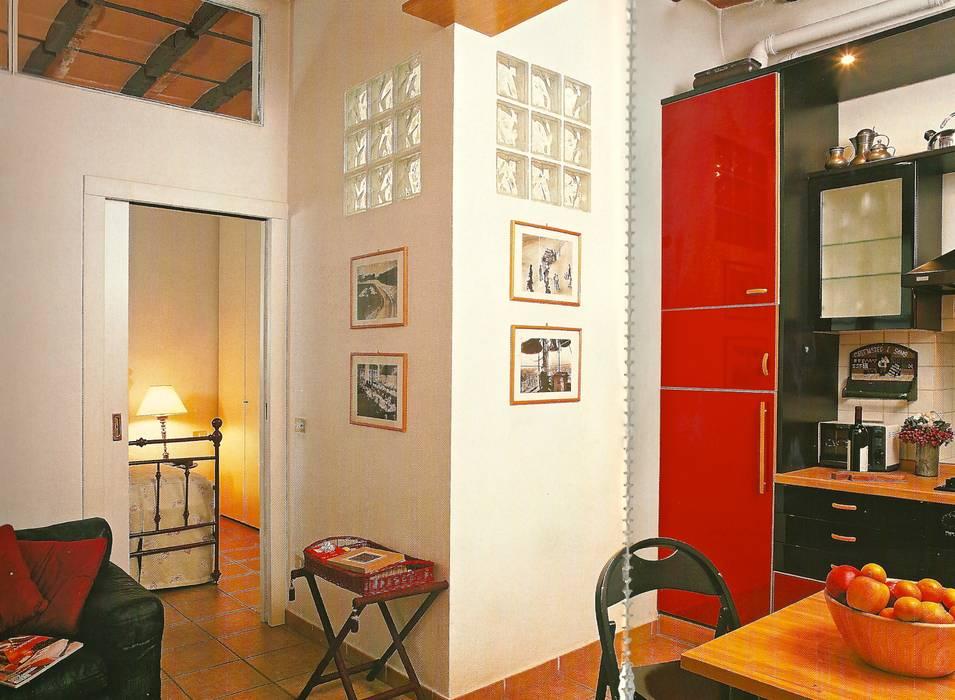 Angolo con vetrocemento: Cucina in stile in stile Moderno di Fabio Carria