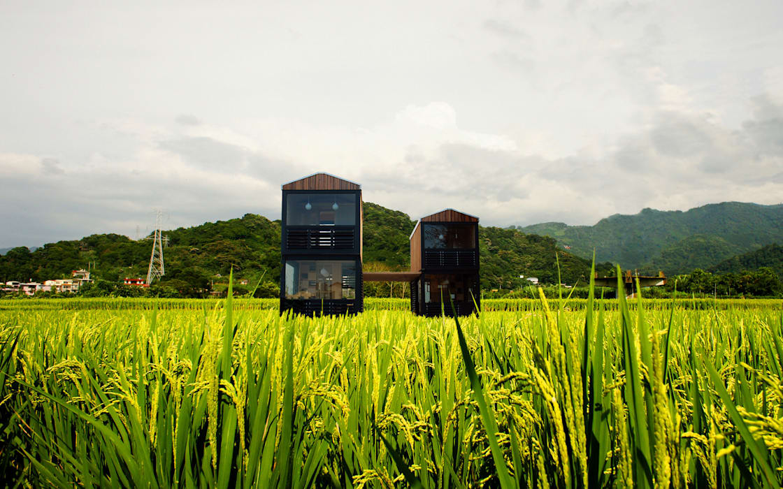Q farm 現代房屋設計點子、靈感 & 圖片 根據 FAMWOOD 自然紅屋 現代風