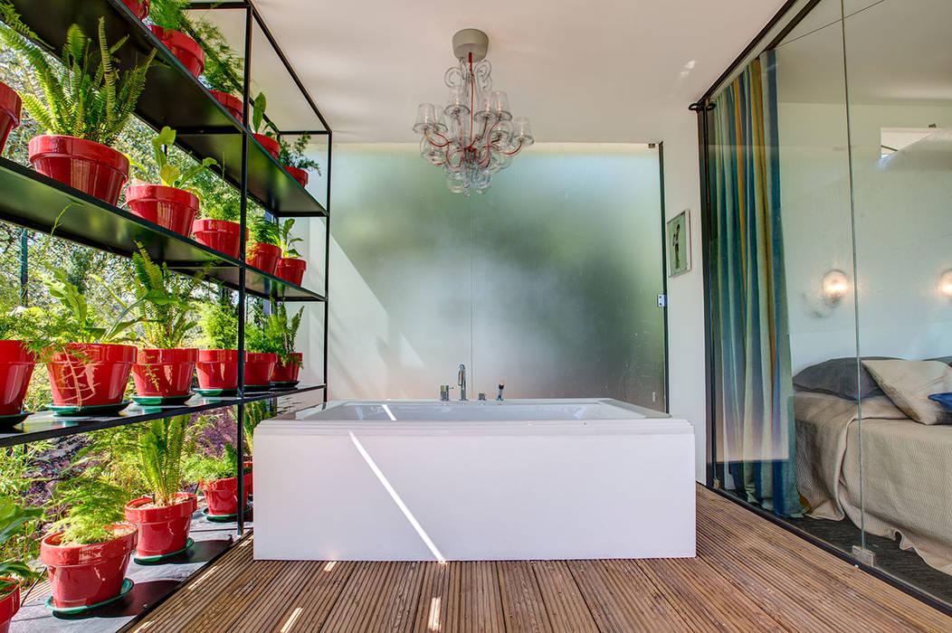 Outdoor bath Casas de banho modernas por studioarte Moderno