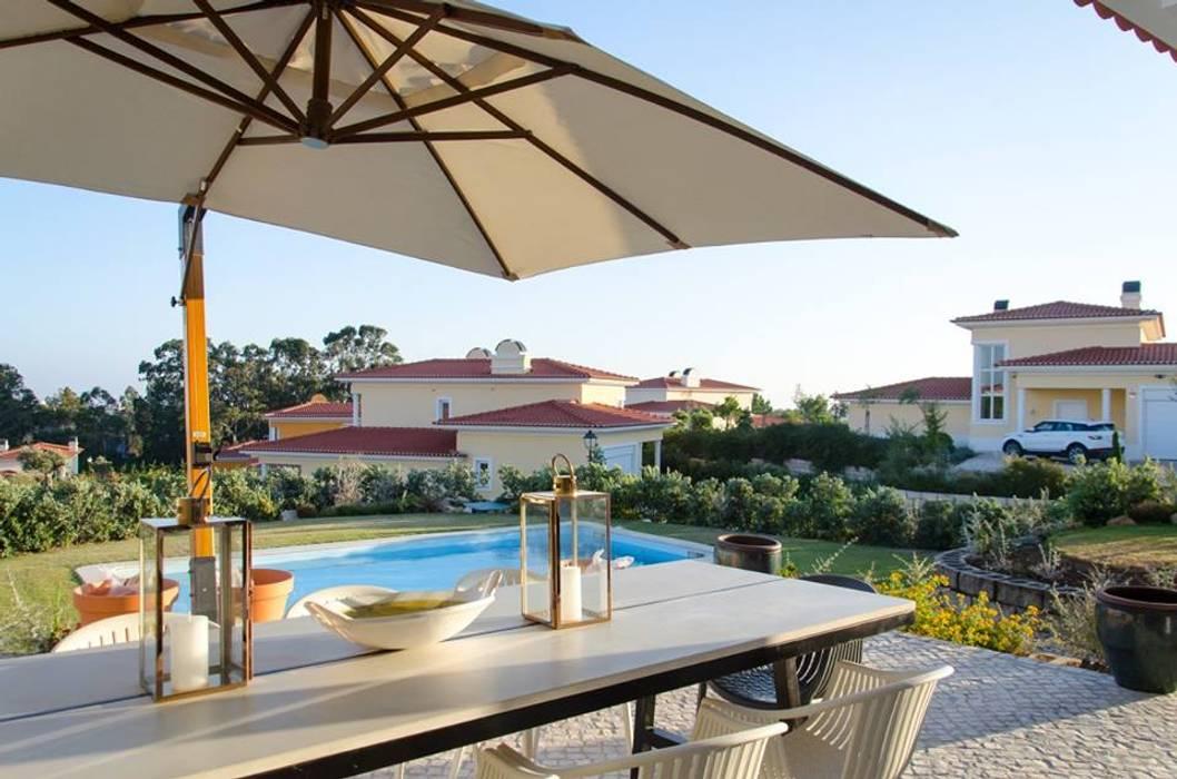 Classic style balcony, veranda & terrace by Kim H Interior Design Classic