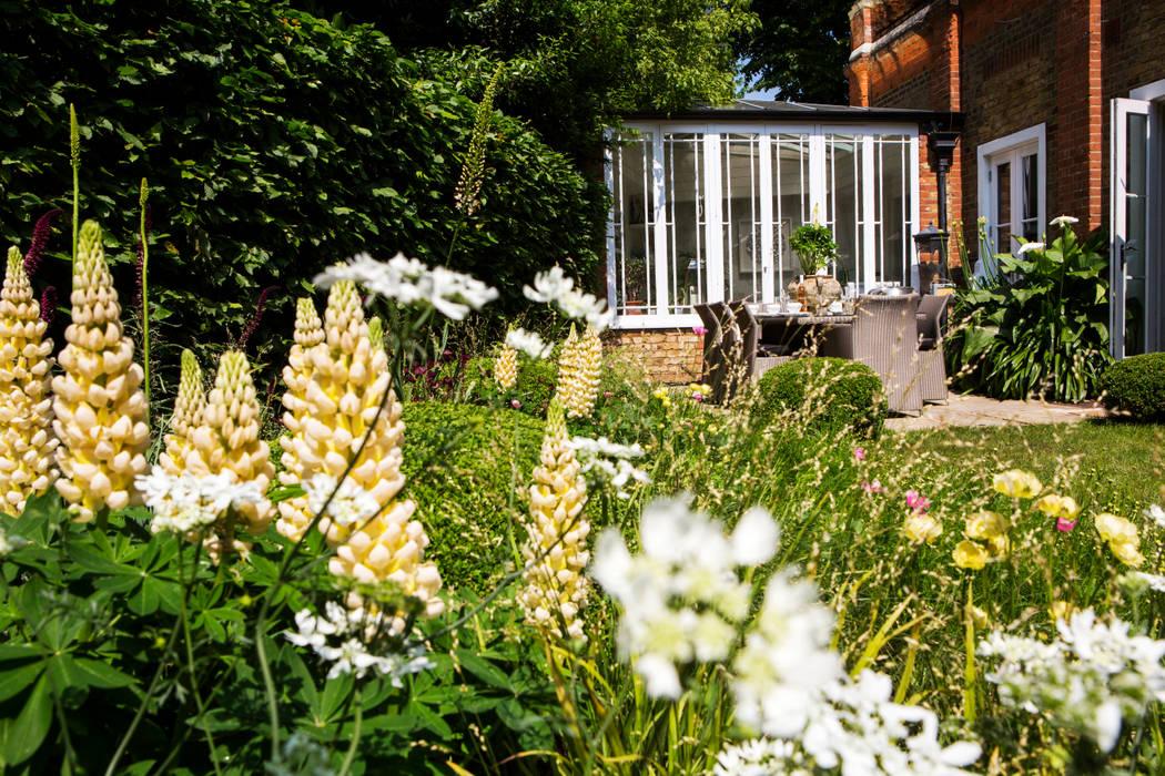 Jardines de estilo  por Woodsford Landscapes , Clásico