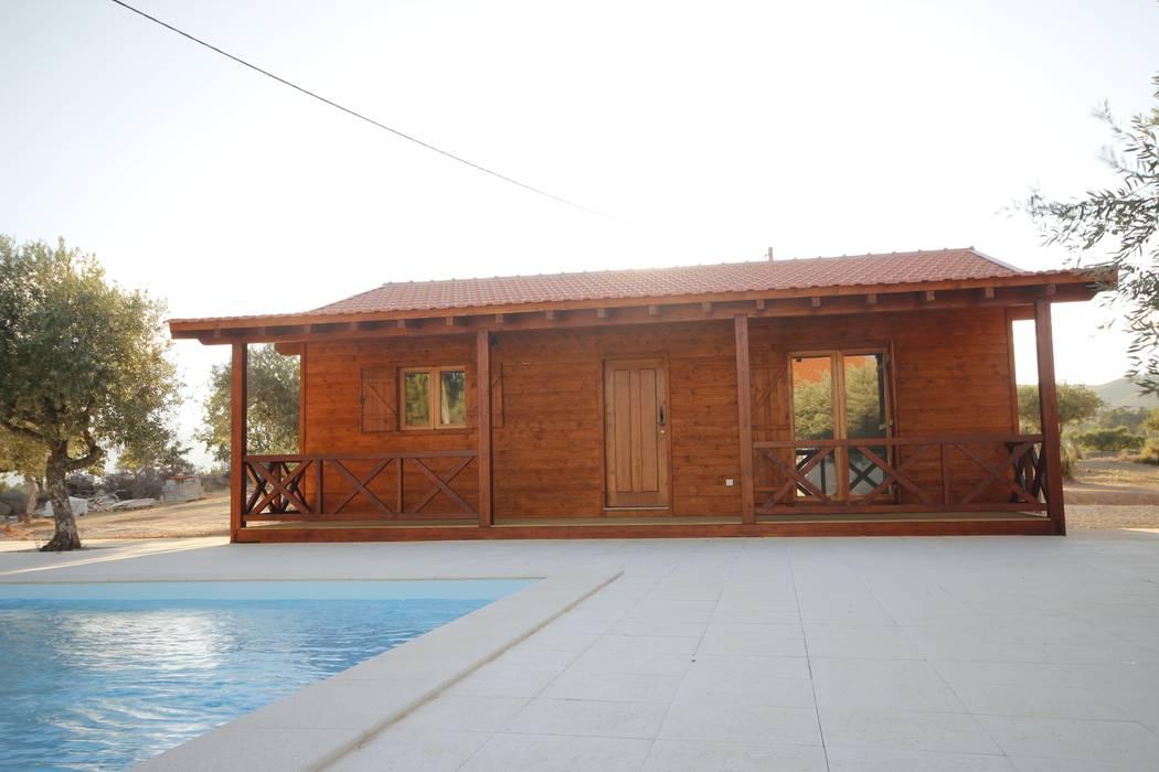 Alpendre para desanuviar numa tarde de Verão Casas campestres por ECOSITANA - Casas de Madeira Portugal Campestre Madeira Acabamento em madeira