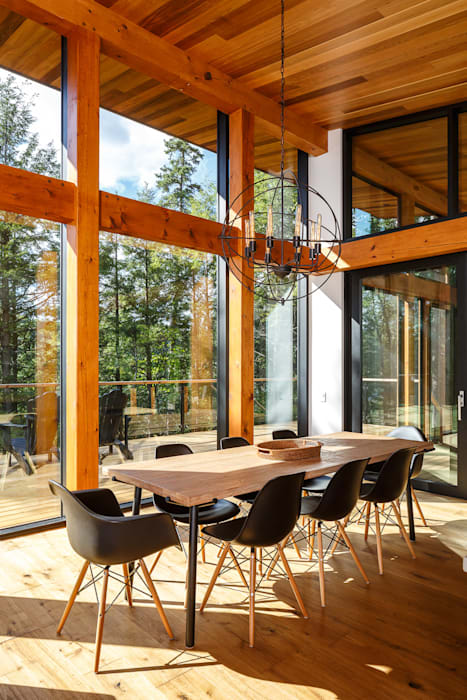 Modern dining room by Flynn Architect Modern