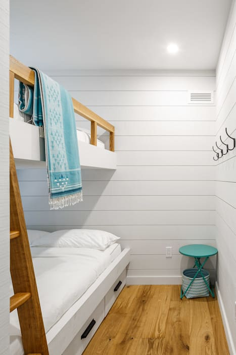 Lac St. Sixte Summer Residence:  Bedroom by Flynn Architect ,Modern