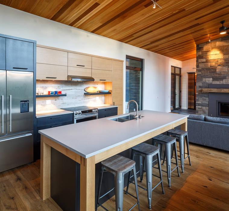 Modern Kitchen by Flynn Architect Modern