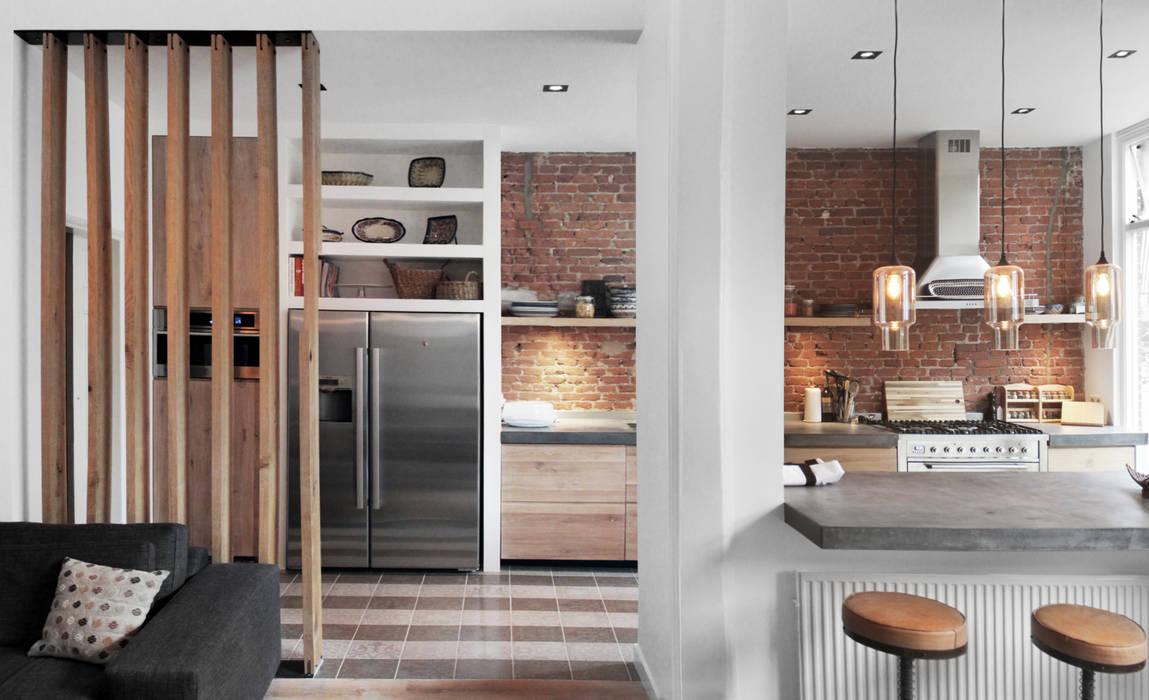 Bloot Architecture Modern kitchen Stone