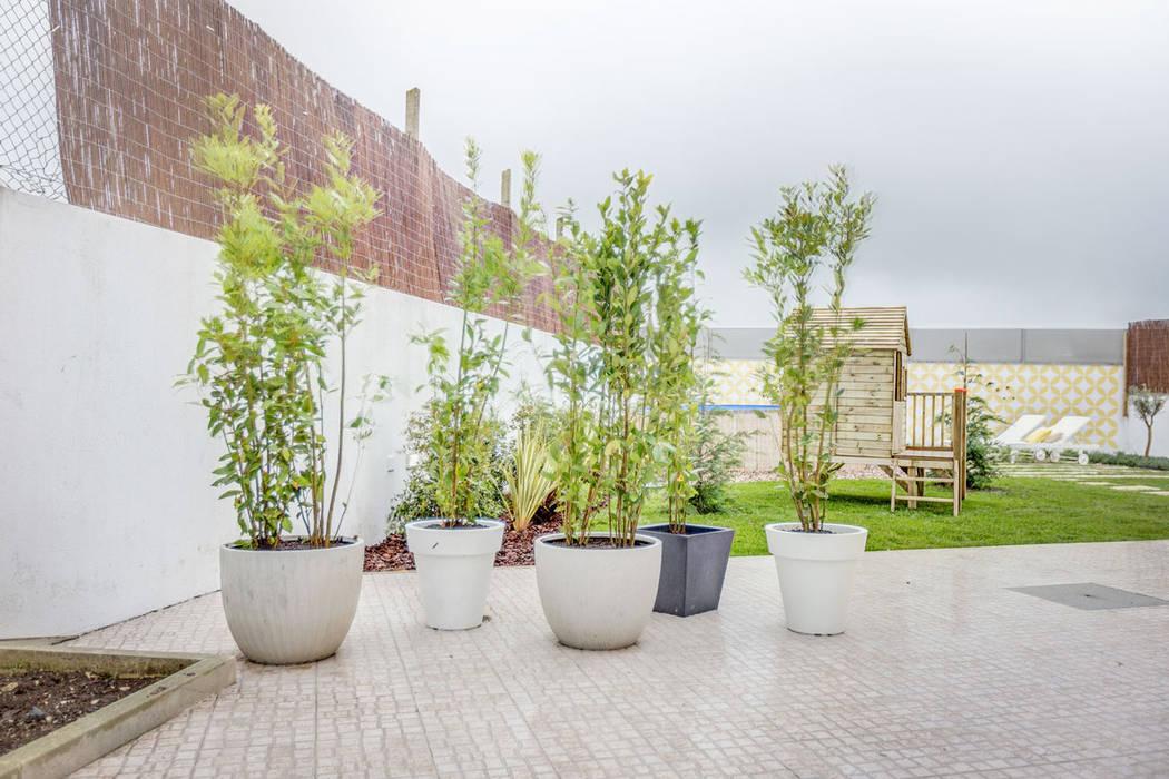Jardines de estilo  por homify, Escandinavo