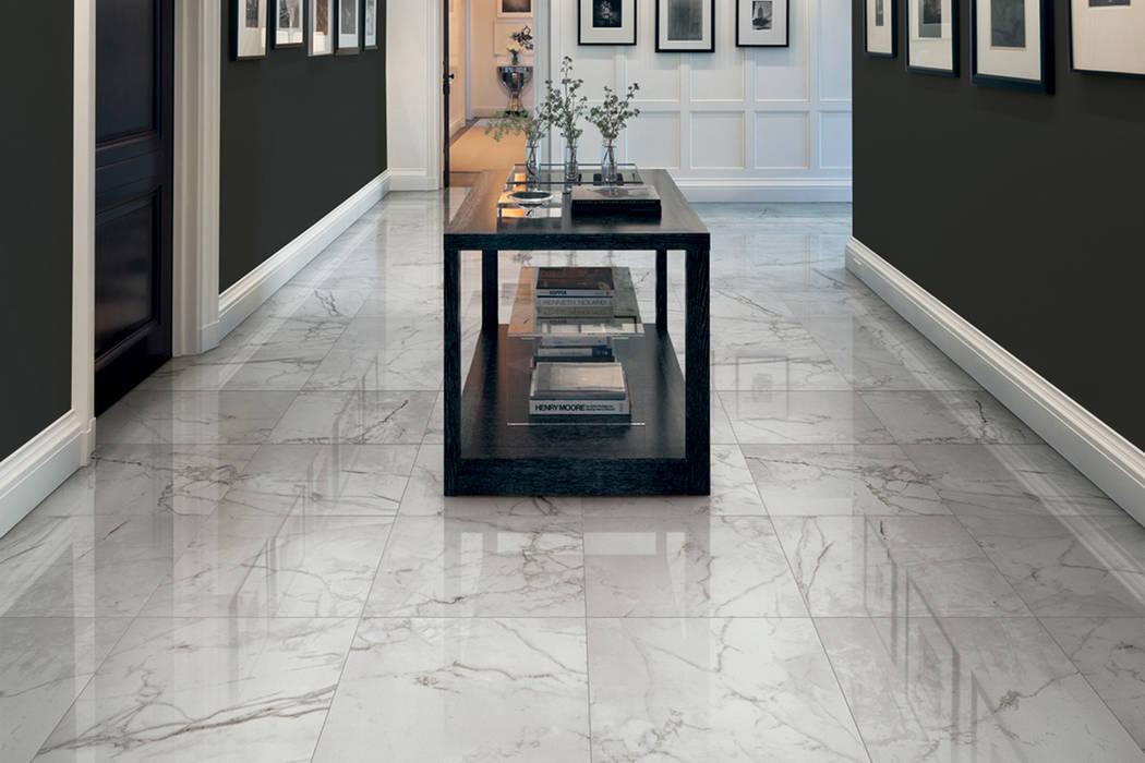 Gres porcellanato effetto marmo Melange Grigio - CA 7000: Soggiorno in stile in stile Classico di ItalianGres