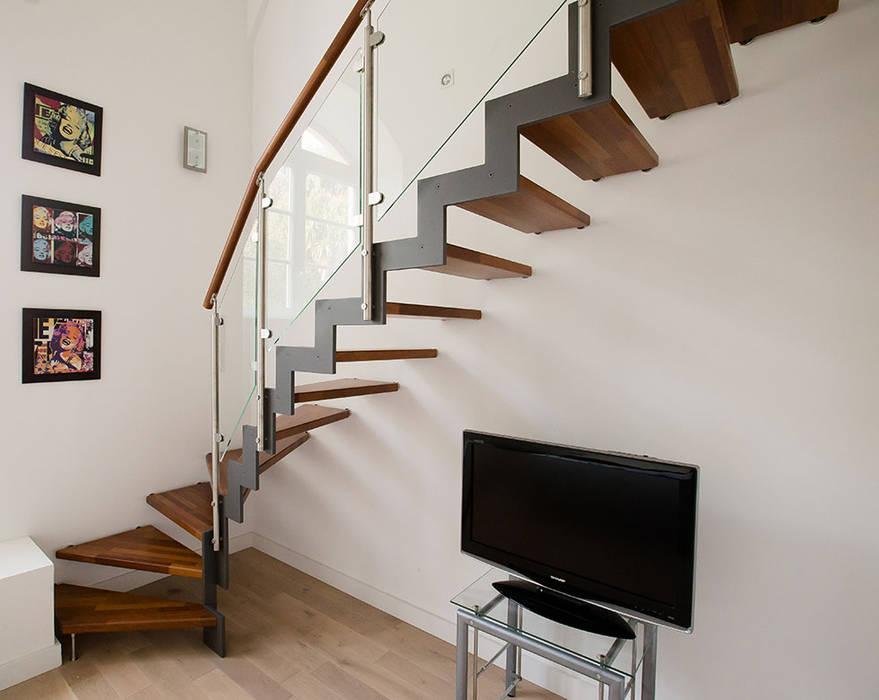 Escalier Ferro: Couloir et hall d'entrée de style  par Passion Escaliers