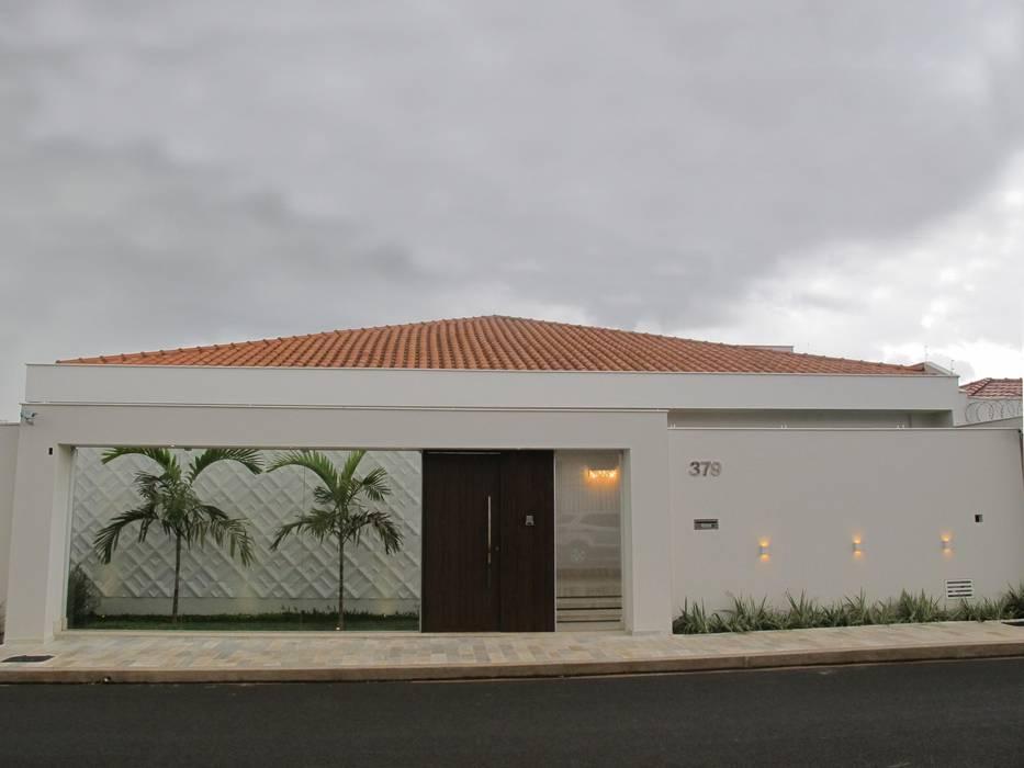 Classic style houses by Cia de Arquitetura Classic