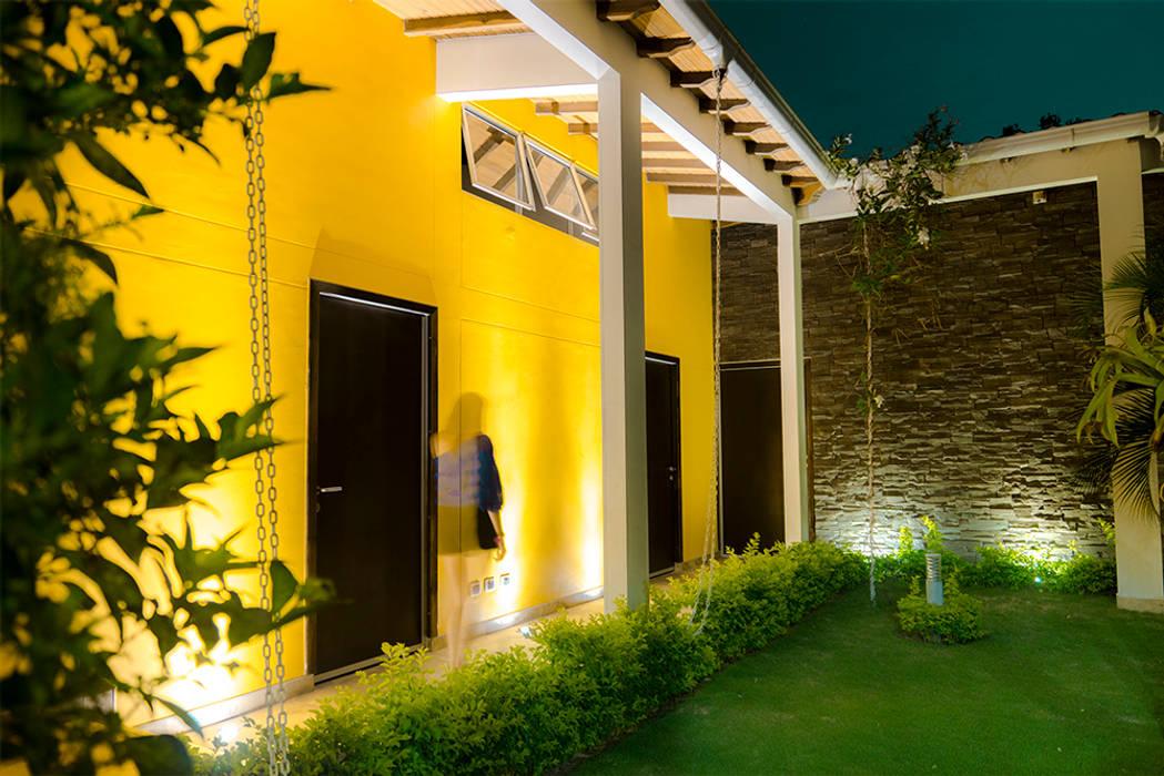 Pasillo Exterior Pasillos, halls y escaleras tropicales de Arquitectura Positiva Tropical