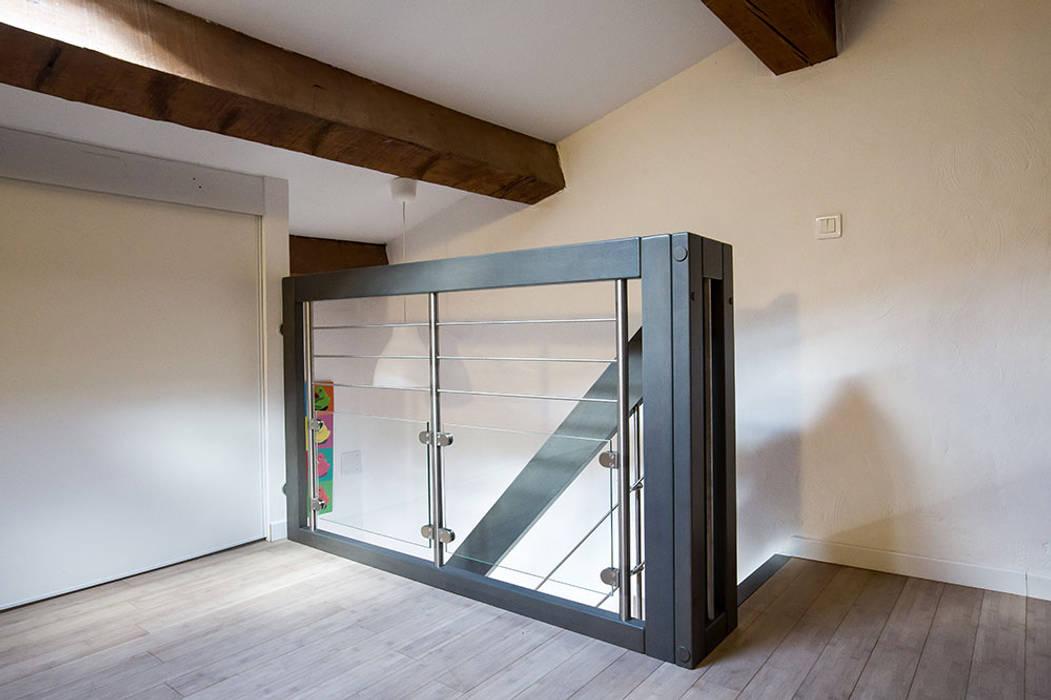 Garde-corps d'étage: Couloir et hall d'entrée de style  par Passion Escaliers