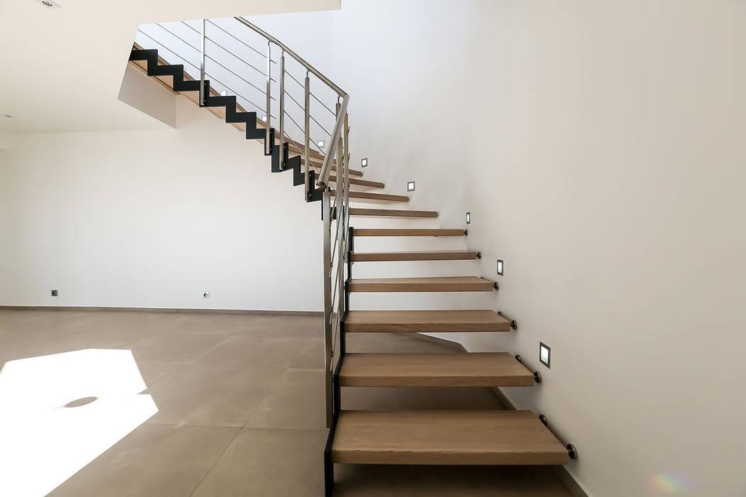 Escalier bois et métal: Couloir et hall d'entrée de style  par Passion Escaliers