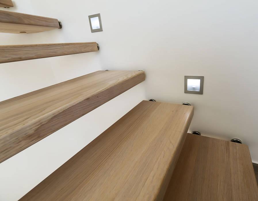 Eclairage: Couloir et hall d'entrée de style  par Passion Escaliers