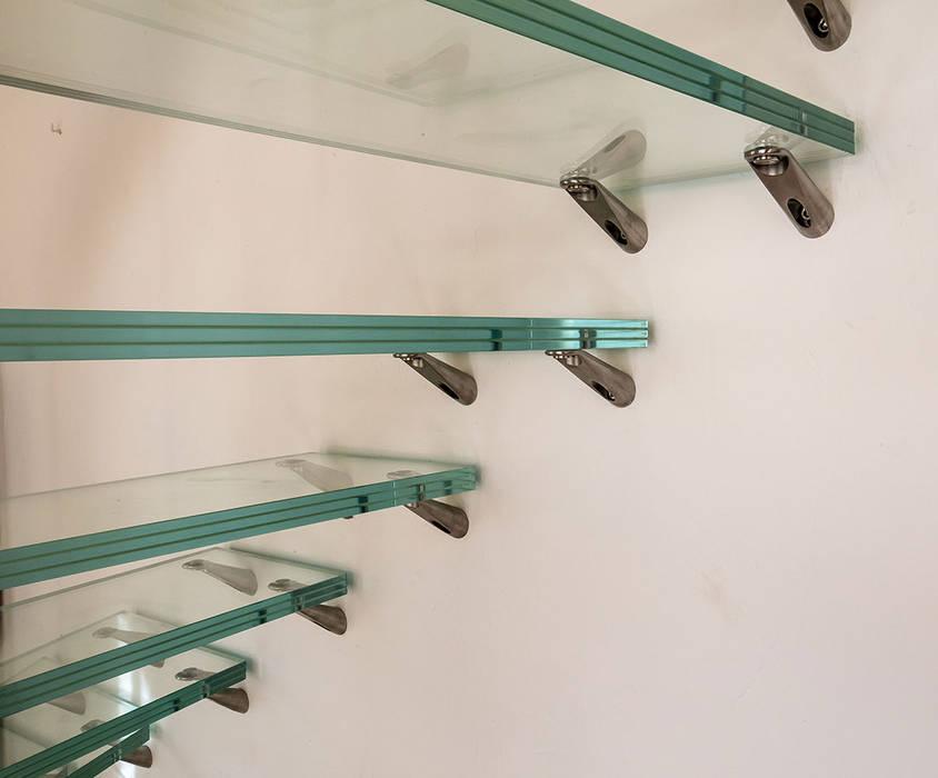 Marches en verre: Couloir et hall d'entrée de style  par Passion Escaliers