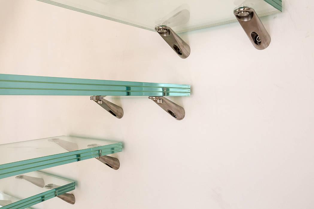 Escalier en verre: Couloir et hall d'entrée de style  par Passion Escaliers