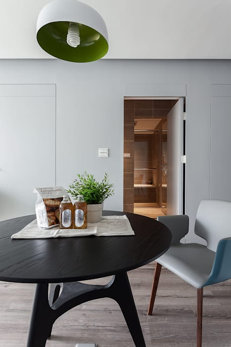 Minimalist dining room by 大晴設計有限公司 Minimalist