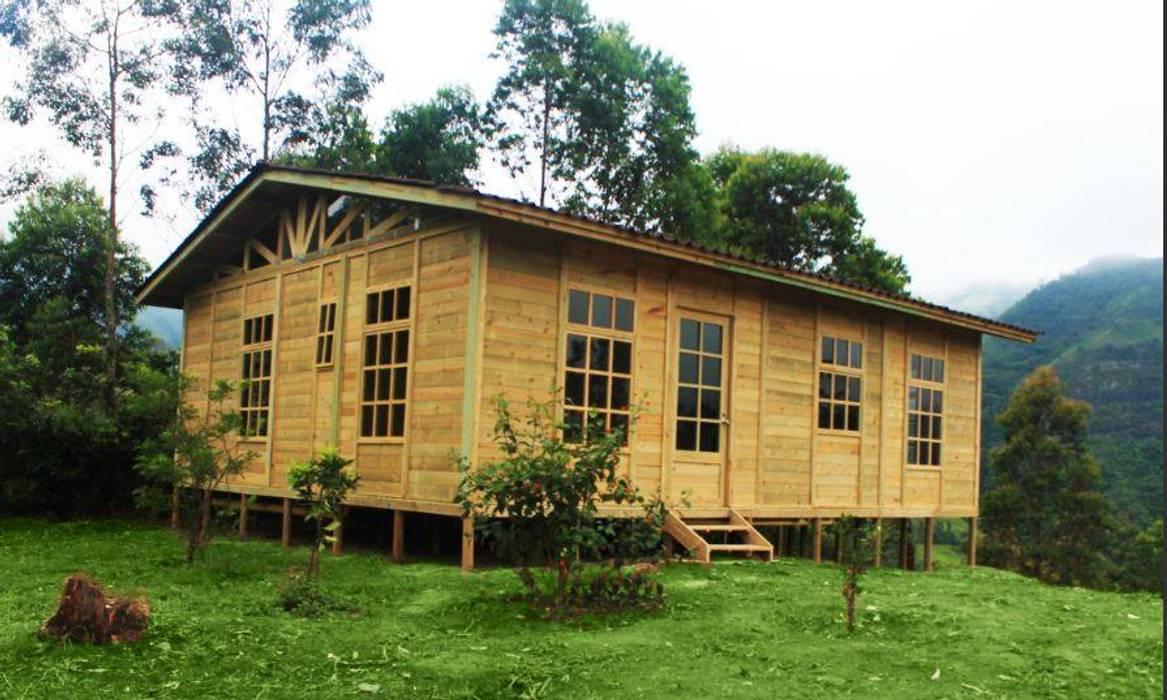 Casas de estilo rústico de WoodMade Rústico