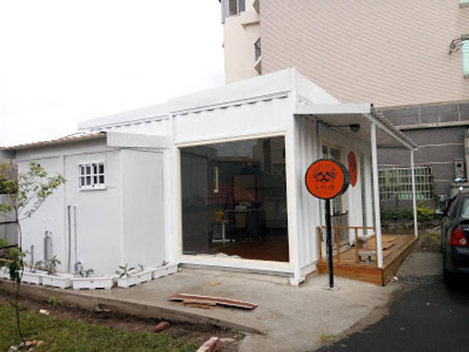 沙鹿貓狗美容貨櫃屋 Industrial style houses by 貨櫃屋設計狂人 Industrial Iron/Steel
