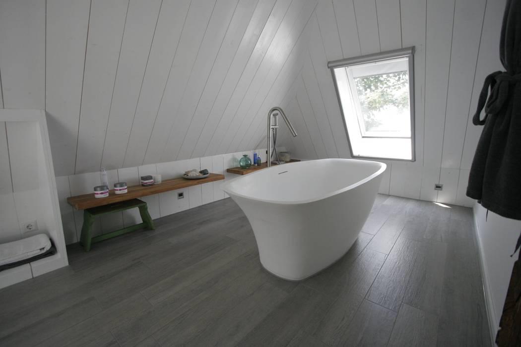 Country style bathroom by Van der Schoot Architecten bv BNA Country Wood Wood effect