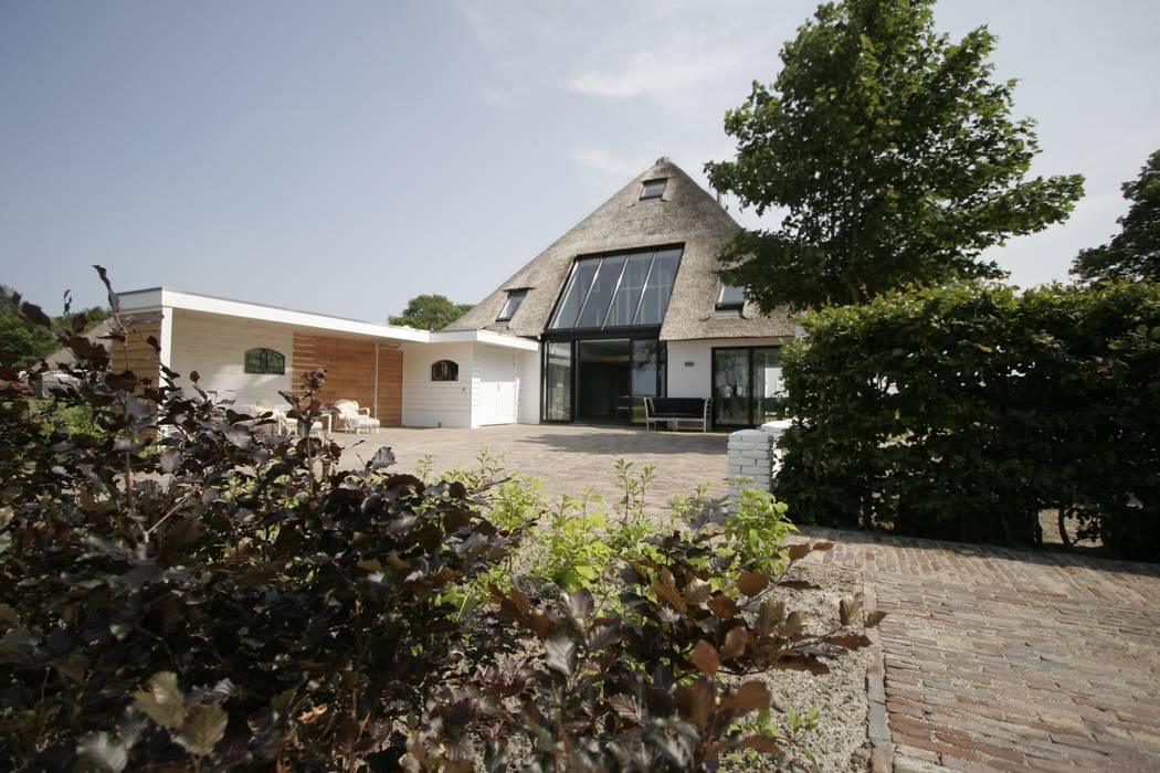 Van der Schoot Architecten bv BNA Country style houses Wood White