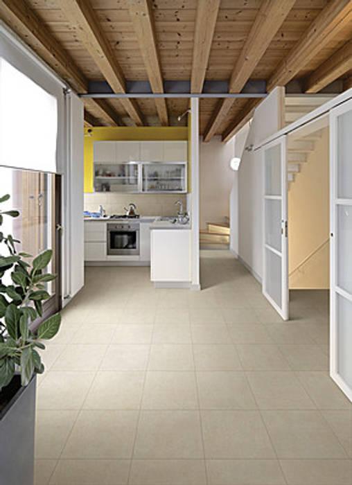 Gres porcellanato effetto cemento beige - EX 1001: Soggiorno in stile in stile Industriale di ItalianGres
