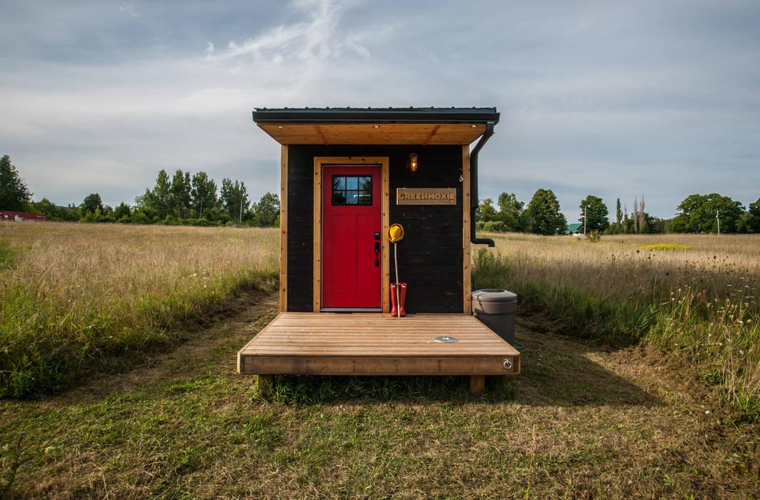 Casas minimalistas por Greenmoxie Magazine Minimalista Madeira Acabamento em madeira