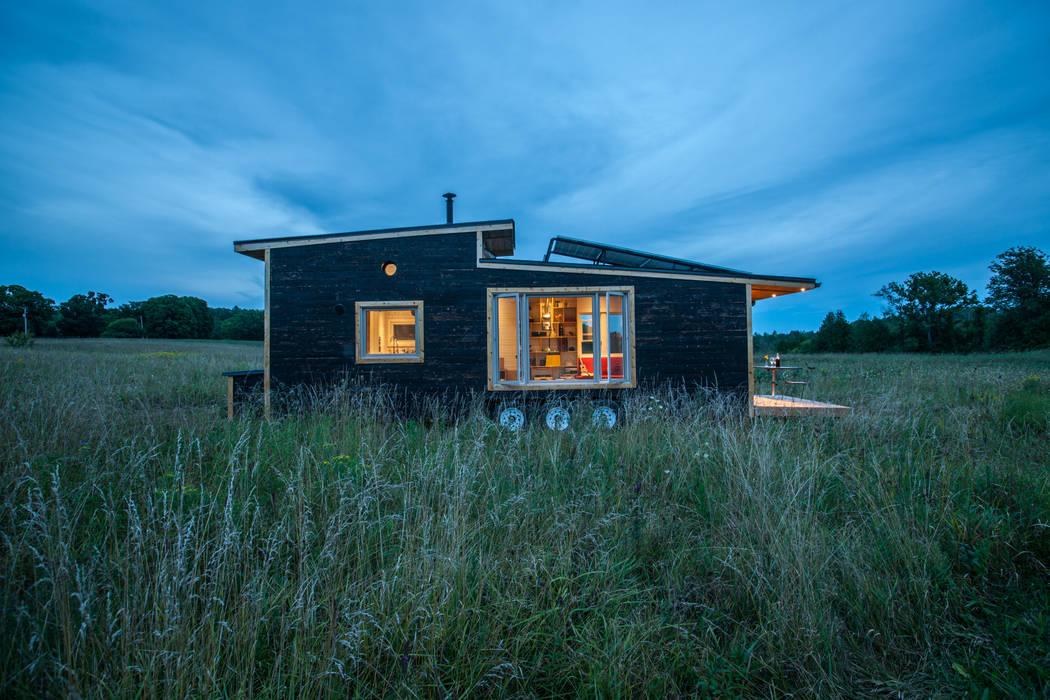 Casas de estilo minimalista de Greenmoxie Magazine Minimalista Madera Acabado en madera