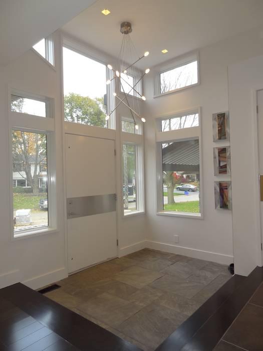Burlington Residence:  Corridor & hallway by Lex Parker Design Consultants Ltd.