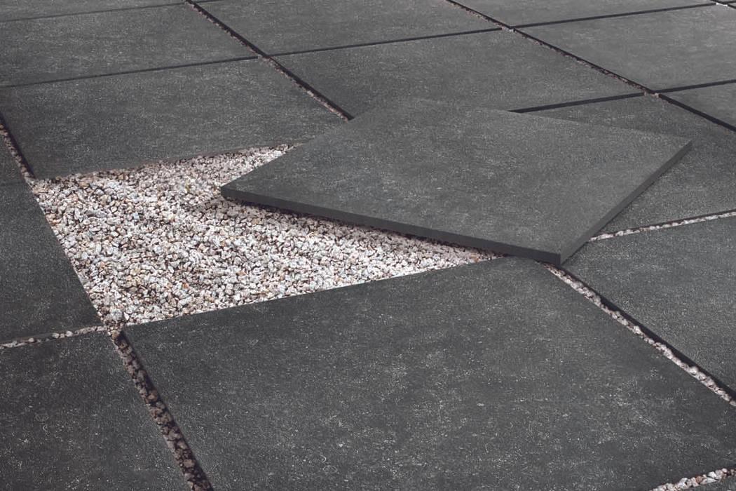 Gres effetto tecnico noir - TH 2013: Giardino in stile in stile Moderno di ItalianGres