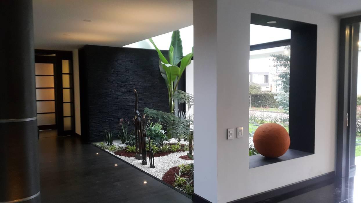 Jardin interior jardines de estilo moderno por camilo - Casas con jardin interior ...