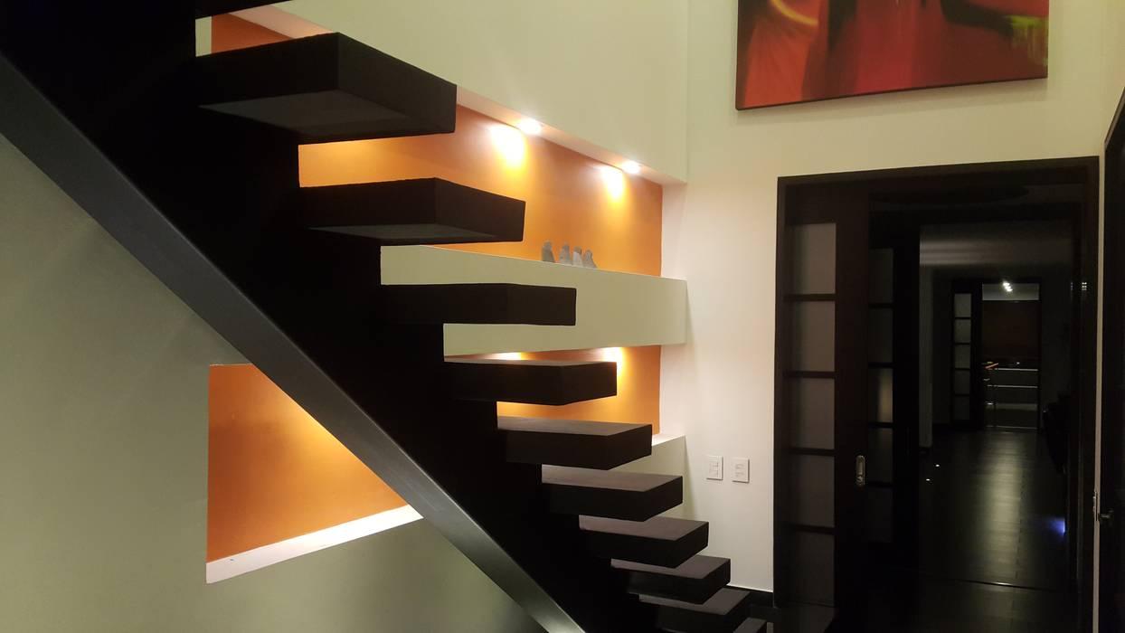 Escalera habitación principal Pasillos, vestíbulos y escaleras de estilo moderno de homify Moderno Concreto