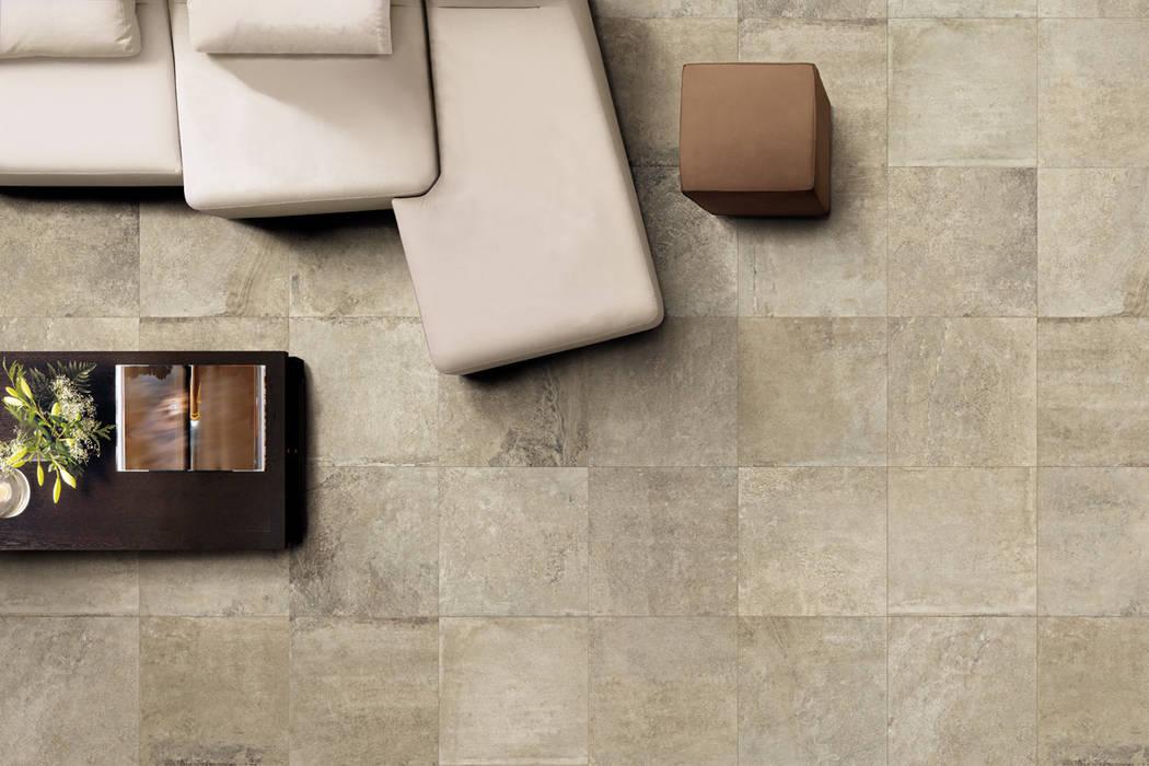 Gres porcellanato effetto pietra taupe indoor - ARC 5003: Soggiorno in stile in stile Moderno di ItalianGres