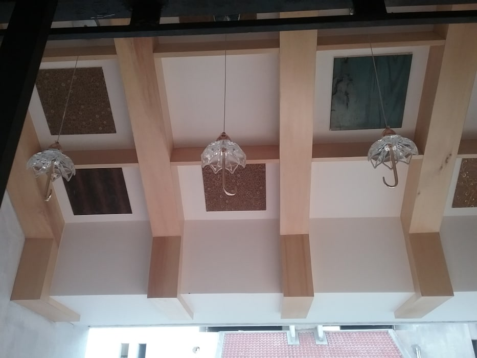 Ceiling Modern corridor, hallway & stairs by i'studio creative Modern Wood-Plastic Composite