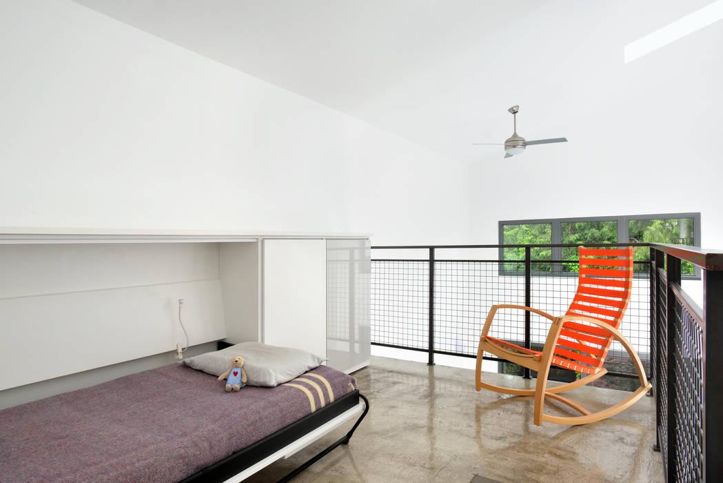 Mini Craven:  Bedroom by Linebox Studio,
