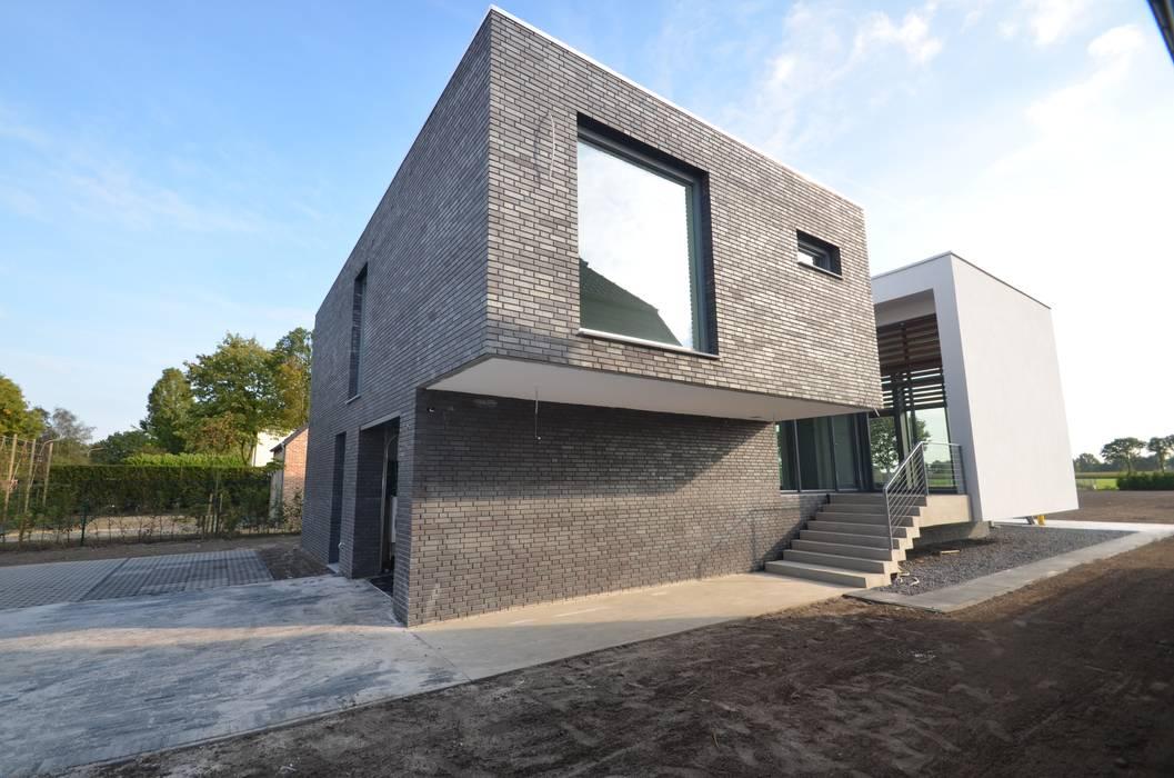 Casas modernas de ENA architecten Moderno